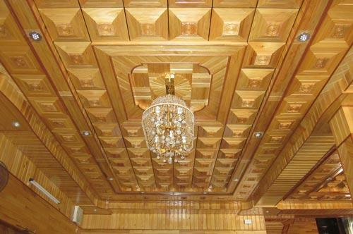 mẫu trần gỗ xoan